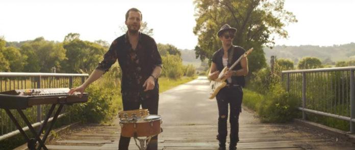 BALLADERO osvežuje listo skladb za vroče dni z novim poletnim singlom